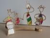 Musique du monde, scène de vie en ficelle et papier sur socle bois.