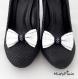 Clips chaussure noeud blanc et noir à pois blanc.