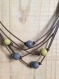 Collier cuir 5 fils taupe/jaune moutarde