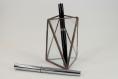 Pot à crayons, stylos, pinceaux, baguettes dans un style design minimaliste pour décoration graphique, moderne, contemporaine, etc.