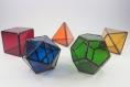 Les 5 solides de platon ou les 5 polyèdres réguliers convexes. géométrie sacrée apportant harmonie pour votre décoration d'intérieur