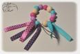 Hochet bébé, hochet dentition, montessori, perles à mordre en silicone, violettes turquoises et fuchsias