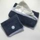 Tatuta pour mouchoir + sa petite pochette assortie denim bleu foncé et tissu bleu clair à rayures blanches