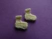 Petits chaussons: petit tricot en forme de petits chaussons pour scrapbooking, faire part , déco miniature ,baby shower