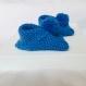 Chausson bébé 0-8 mois en laine bleu ciel / pompon uni