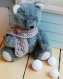 (vendu) ours miniature en synthétique de 14 cm, réalisé à l'ancienne, articulé et habillé