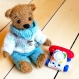 (vendu) ours miniature en mohair de 12 cm, réalisé à l'ancienne, articulé et habillé