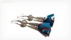 Boucle d'oreille pompon tissue bleu, blanc, marron, perles en verre marbré, coupelles, crochet en métal acier inoxydable argenté