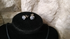 Parure 3 pièces collier réglable jusqu'à 52 cm, bague plaqué argent ajustable, pics d'oreille argent 925, fusion de millifioris noir et blanc