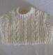 Pull de style irlandais fait main pour un garçon de 4 ans, en laine acrylique couleur écru.