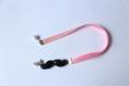 Marque-pages moustache noire avec rubans et perles roses