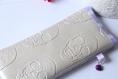 Housse portable têtes de mort en simili cuir sable et tissu violet à pois blancs