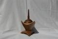 Boîte triangle en noyer avec pyrogravure