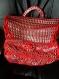 Sac à main femme fille fait au crochet avec des tabs aluminium et fil de queue de rat 1mm rouge très lumineux.création haute couture unique plein de photos sur ce lien.
