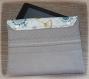 Housse de tablette molletonnée de 7 à 10 pouces moderne grise clair et imprimé blanc