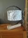 Grande lampe originale, chic et moderne avec un cercle de tonneau de vin recyclé et un socle en bois, luminaire, bureau, entrée, atelier