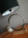 Lampe originale, chic et moderne réalisée avec un cercle de tonneau de vin recyclé et son socle en bois, luminaire, bureau, entrée, atelier