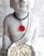 Collier / pendentif pétales de fleurs en forme de cœur en résine rouge