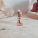 Pendentif fiole en verre et résine avec incrustation de fleur et feuille d'or
