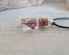 Collier fiole en verre et résine avec incrustation de fleur violette naturelle