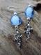 Boucles d'oreilles gecko, lézard, salamandre en argent tibétain, perle en verre bleu. attache en argent.