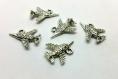 X1 breloque  - avion armée militaire - en metal argenté - bijoux customisation