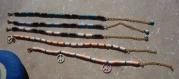 Bracelet de cheville en perles heishi et breloque style surfeur