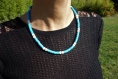 Collier perles heishi bleu avec chaînette