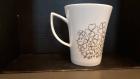 Mug plume en porcelaine décor à la plume