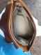 Sac bandoulière cuir origine ,hauteur  29 cm longueur   40 cm  profondeur  12,cadeau pochette en cuir