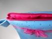 Trousse de toilette en simili cuir autruche bleu, doublure imperméable rose