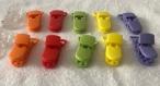 Pince / clip / attache tétine violet-rouge-jaune-transparente-orange-vert anis