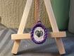 Collier brodé violet