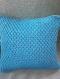 Coussin blanc/bleu au crochet