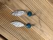 Boucles d'oreilles pendantes fines avec resine