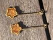 Boucles d'oreilles en resine et metal dore étoilées