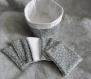 Panier en tissu coton et thermocollant motif myosotis bleu et tissu blanc et ses 7 lingettes assortis en éponge bambou blanche fait main