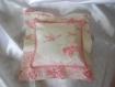 Coussin 20 x 20 cm toile de jouy rose -esprit charme chic - décoration scènes romantiques