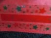 Carte de noël rouge avec cadeau
