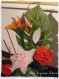 Une jolie composition florale avec des fleurs en nylon