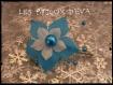 Attache porte traine fleur de soie blanche et turquoise