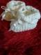 Chaussons de fête blanc en laine douce fait main au crochet