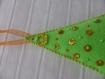 Sapin de noël vert fluo décors orange