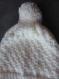 Bonnet et mitaines écru chiné à pompons tricotés main