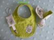 Bavoir, attache sucette et hochet tissu éponge vert anis tissu motif chouette