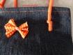 Sac en jean et noeud papillon orange à pois