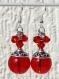 Boucles d'oreilles argentées avec grosses perles et bicones rouges en cristal