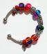Bracelet argenté en perles de verre bicolores et dépolies :