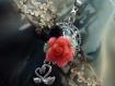 Pendentif et sa rose rouge et ses cygnes