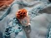 Bague filigranée et sa fleur en résine marron